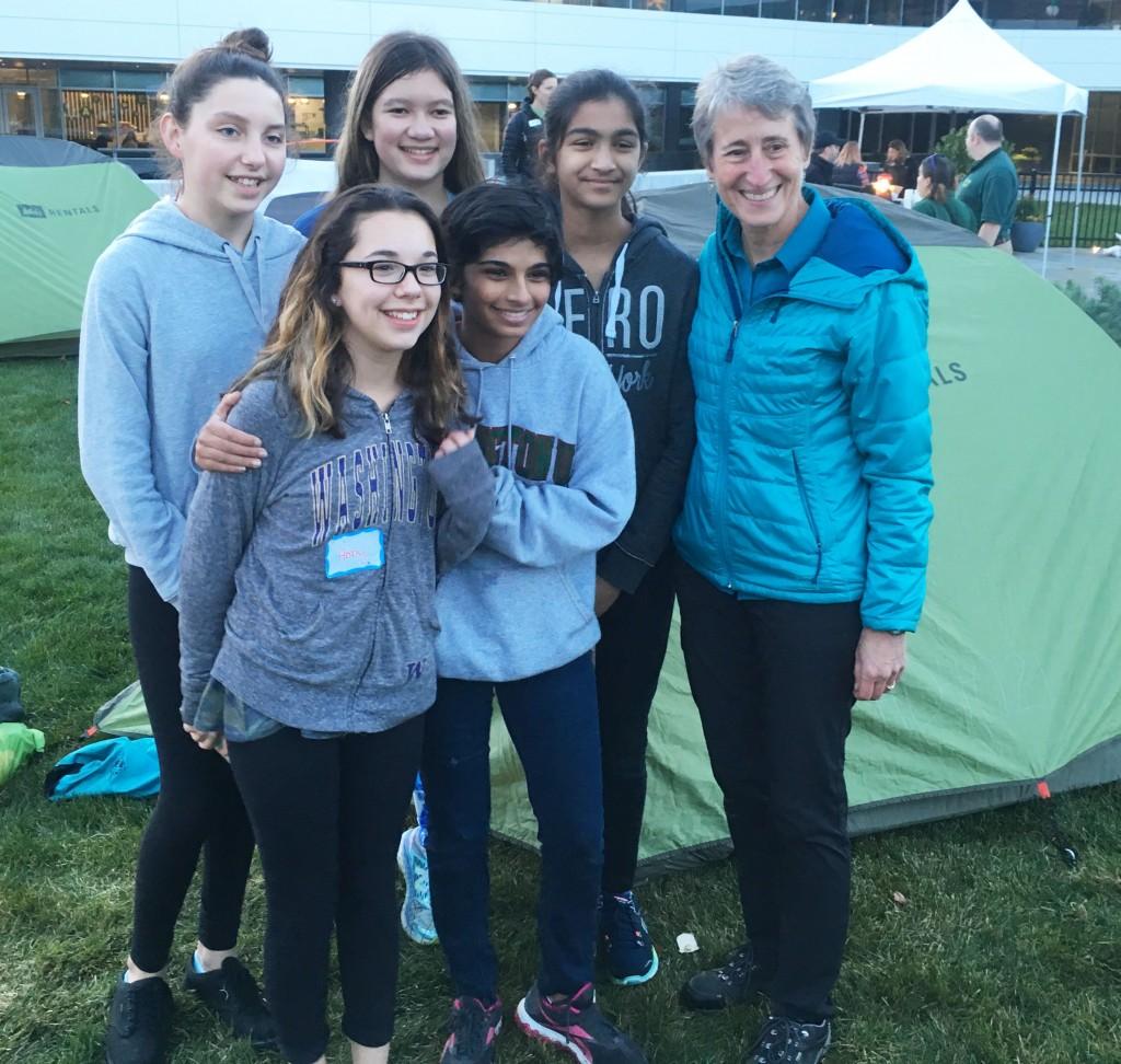 Sammamish Community YMCA Teens present an award to Sally Jewel, Secretary of the Interior